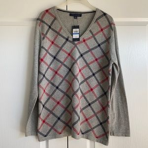 Tommy sweater excellent for fall